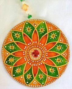 originalyexclusiva | MANDALAS Dot Painting, Painting Patterns, Fabric Painting, Stained Glass Art, Mosaic Glass, Cd Crafts, Arts And Crafts, Recycled Cds, Mandala Art Lesson