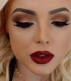 Maquillaje de ojos de noche vestido rojo
