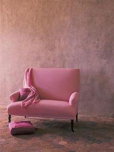 Geef je muur een effect met een vleugje kleur: Stoer en toch romantisch....ook dat is hedendaagse romantiek.