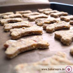 Hundekekse selber backen...auf www.bakerware.de findet Ihr leckere Rezepte und einfache Anleitungen!