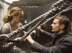 Tobias Eaton (Theo James) and Tris Prior (Shailene Woodley) in Divergent - Choosing dauntless scene. Divergent Movie Stills, Divergent 2014, Divergent Fandom, Divergent Trilogy, Divergent Insurgent Allegiant, Watch Divergent, Divergent Quotes, Insurgent Quotes, Four From Divergent