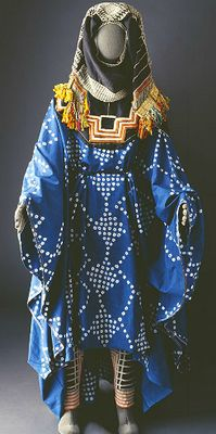 traditional tie-dyed Saudi Arabia: Hudheyl tribe, Taif, Hijaz, Western Region; Hudheyl costumes are made of tie-dyed muslin applied in different patterns. original source =  http://www.mansoojat.org/costume05.html