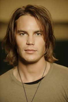 I'm a little obsessed with this guy, well at least with Tim Riggins. Friday Night Lights <3