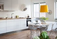 scandinavian-kitchen-with-dining-area