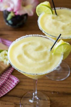 Not your typical margarita here. It's tropical and fruity, sweet and tangy pineapple margarita to sweeten up your weekend.