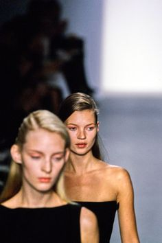 See detail photos for Calvin Klein Collection Fall 1997 Ready-to-Wear collection.