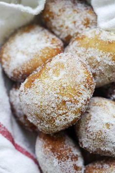Leonard's Bakery malasadas copycat, ready to serve. Fun Baking Recipes, Donut Recipes, Brunch Recipes, Sweet Recipes, Dessert Recipes, Cooking Recipes, Copycat Recipes, Portuguese Sweet Bread, Portuguese Recipes