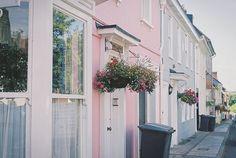 love the apartment colours.
