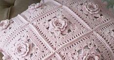 Aprenda Como Engomar Crochê de Forma Fácil e Eficiente | Revista Artesanato Blanket, How To Make, Crafts, Rugs, Crochet Beach Bags, Crochet Monkey, Recycled Materials, How To Paint, Bed Covers