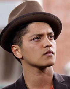 Bruno Mars!! Love that gorgeous face ❤