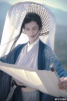 my hanfu favorites — Hey~ can you tell us about the straw hats with. Hanfu, Chinese Man, Chinese Style, Traditional Fashion, Traditional Dresses, Poses References, Chinese Clothing, Geisha, Asian Beauty