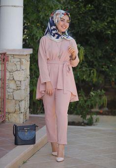 Abaya Fashion, Modest Fashion, Fashion Pants, Fashion Outfits, Casual Hijab Outfit, Hijab Chic, Casual Outfits, Hijab Mode, Mode Abaya