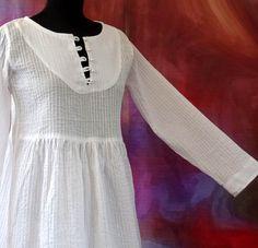 Robe blanche mi longue romantique et rétro en coton blanc plissé : Robe par akkacreation African Wear, African Dress, African Fashion Dresses, African Beauty, White Outfits, Couture, Clothes For Women, Womens Fashion, How To Wear