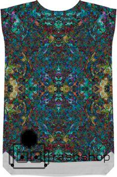 Camiseta diseñada por Cristina Lobo Mas info en www.rashshopgrx.com