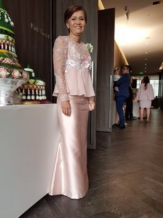 Evening Dresses, Formal Dresses, Wedding Dresses, Model Kebaya, Wedding Entourage, Thai Thai, Kebaya Muslim, Thai Dress, Brokat