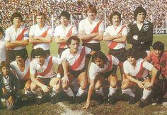 1979 River Plate - Parados: Pasarella , Merlo , Comelles , Lonardi , Hector , Lopez Y Flliol  Hincados: Pedro Gonzalez v, Carrascp , J.J Lopez , Luque y Commisso