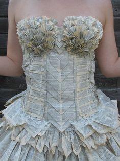 robe livre encyclopedie recycle Une robe créée à partir de pages dune encyclopédie recyclée by Jorimoo