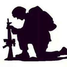 Soldier Praying Silhouette – 101 Clip Art Silhouette Pictures, Silhouette Art, Silhouette Cameo Projects, Military Drawings, Military Tattoos, Remembrance Day Art, Indian Army Wallpapers, Soldier Silhouette, Anzac Day