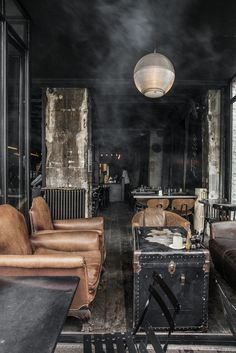 Discover the best industrial chic interior decor and get inspired with us! Cafe Industrial, Modern Industrial Decor, Industrial Lighting, Industrial Style, Industrial Design, Modern Decor, Modern Design, Urban Industrial, Industrial Furniture