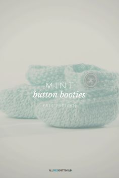 Oh so precious! Free knitting pattern for booties