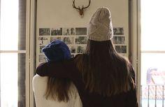 Dans ce post, We Are Knitters, vous offre un patron gratuit pour tricoter un bonnet en laine fine.