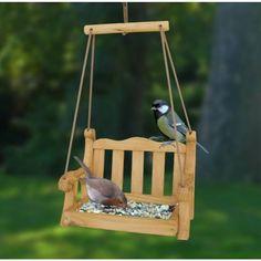 Раскачивание кормушки для птиц с помощью садового инвентаря | notonthehighstreet.com
