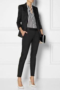 280dcfdec644d4 1 bussines kleidung schwarzer hosenanzug damen business kleine schwarze  tasche gestreiftes elegantes hemd hohe weise schuhe