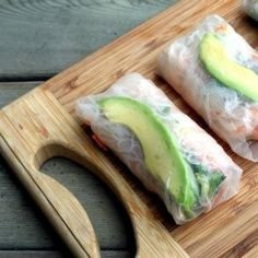 Avocado Spring Rolls: - 90 grams of vermicelli - 1 carrot, grated - cup cucumber, grated - cup mint, chopped - cup coriander leaves, chopped - cup seasoned rice vinegar - 2 tsp soy sauce - 1 large avocado - 12 rice wrappers Veggie Recipes, Asian Recipes, Appetizer Recipes, Appetizers, Cooking Recipes, Healthy Recipes, Avocado Recipes, I Love Food, Good Food