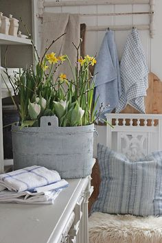 Vår i Vibeke Design butikken Scandinavian Cottage, Vibeke Design, Cottage Style Decor, Spring Design, Spring Home Decor, French Home Decor, Scandi Style, Grain Sack, Vintage Shabby Chic
