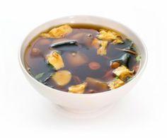 В понимании японцев супы не являются основным блюдом, а используются как дополнение к мясу и рыбе. Например, прозрачный рыбный суп «Суимоно» едят вместе с суши.