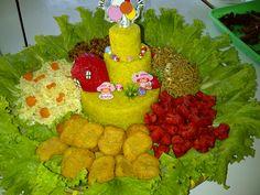 Nasi kuning + Telur dadar iris + Kering tempe + Mie goreng + Sosis goreng + Chicken nuggets