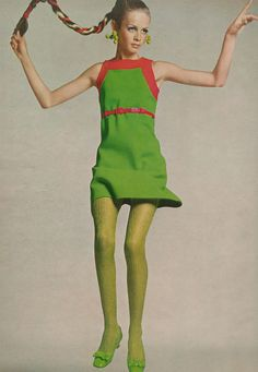 Twiggy photographed by Richard Avedon for Vogue in 1967. Mod. 1960's fashion