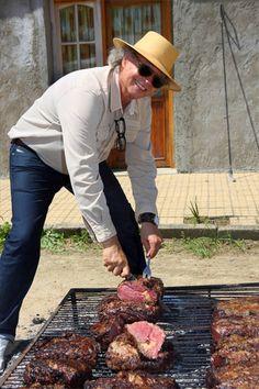 Chef Francis Mallmann (Hotel & Restaurante Garzón, Pueblo Garzón) en el Punta del Este Food & Wine Festival 2012 www.puntafoodandwine.com Bbq Grill, Grilling, Francis Mallman, Backyard Bbq, Patio, Open Fire Cooking, Wine Festival, Magnolias, Outdoor Cooking