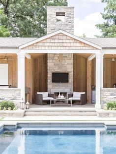 Open-air pool house | Photography: Alyssa Rosenheck Photography - http://alyssarosenheck.com/