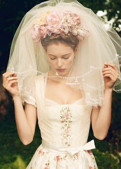 メルヘンの国ドイツの伝統衣装♡花嫁が着る『ディアンドル』が可愛い♬*゜にて紹介している画像