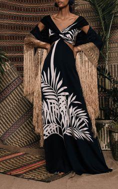Get inspired and discover Johanna Ortiz trunkshow! Shop the latest Johanna Ortiz collection at Moda Operandi. Fashion 2020, Runway Fashion, Boho Fashion, Womens Fashion, Fashion Design, Chabby Chic, Prada, Bikini Fashion, Fashion Sandals