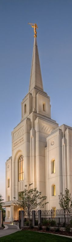 """Brigham City Utah Temple - Our favorite temple to go to for baptisms... it's smaller, but just as beautiful... and the feeling we get there feels like we've """"come home"""". <<<<it looks beautiful"""