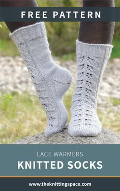 Gear up for autumn and winter seasons by crafting a pair of this elegant knitted. Knitting Charts, Lace Knitting, Knitting Socks, Knitting Patterns Free, Knit Crochet, Knitted Socks Free Pattern, Winter Socks, Autumn Crafts, Patterned Socks