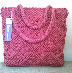 Macrame: ideas from around the world . - Macrame: bags, baskets, cases (from the Internet) Macrame Design, Macrame Art, Macrame Knots, Macrame Purse, Macrame Dress, Crochet Handbags, Crochet Purses, Crochet Shell Stitch, Micro Macramé