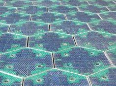 Y http://www.experimenta.es/noticias/miscelanea/solar-roadways-las-carreteras-de-paneles-solares-de-scott-brusaw-5042