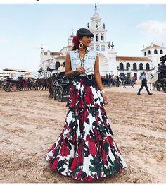 Spanish style – Mediterranean Home Decor Flamenco Costume, Flamenco Skirt, Spanish Fashion, Spanish Style, Fashion Mode, Fashion Outfits, Fashion Bloggers Over 40, Kaftan, Long Skirts For Women