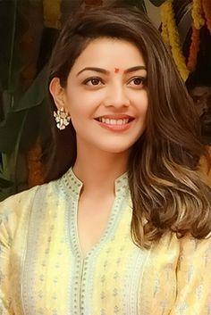 Beautiful Women Pictures, Beautiful Asian Women, Beautiful Smile, Gorgeous Lady, Beautiful Bollywood Actress, Most Beautiful Indian Actress, Beautiful Actresses, Kajal Agarwal Saree, Samantha Photos