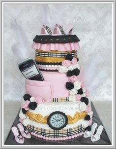 ♥ | Burberry Cake.