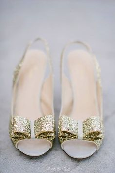 gold glittery details…swoon. #brookeallisonphoto #katespade
