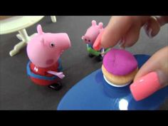La torta o las galletas. Peppa y Giorge cocinano los dulces con abuela Pig.  Más vídeos: https://www.youtube.com/user/MsYagodkina/videos