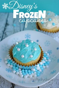 Disney Cupcakes Recipe for a Disney Frozen Party Disney Frozen Cupcakes, Disney Frozen Party, Cupcake Recipes, Cupcake Cakes, Dessert Recipes, Chocolate Easter Cake, Delicious Desserts, Yummy Food, Frozen Birthday Party