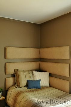 diy corner headboard using inidual upholstered boards & DIY corner headboard -- so cozy and perfect for our small guest ... pillowsntoast.com