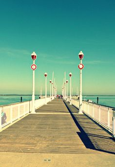 L'#embarcadère d'#Arcachon et ses couleurs de l'été ! Places To Travel, Places To See, No Mans Land, Cap Ferret, Ville France, Mysterious Places, Voyage Europe, Summer Dream, Belleza Natural