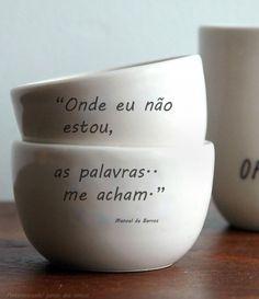 """""""Onde eu não estou, as palavras me acham.""""  ―Manoel de Barros"""