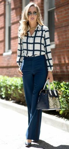 business kleider blaue hose elegantes kariertes hemd hohe blaue schuhe  blaue tasche braune sonnenbrille Blaue Hosen 6c33179372